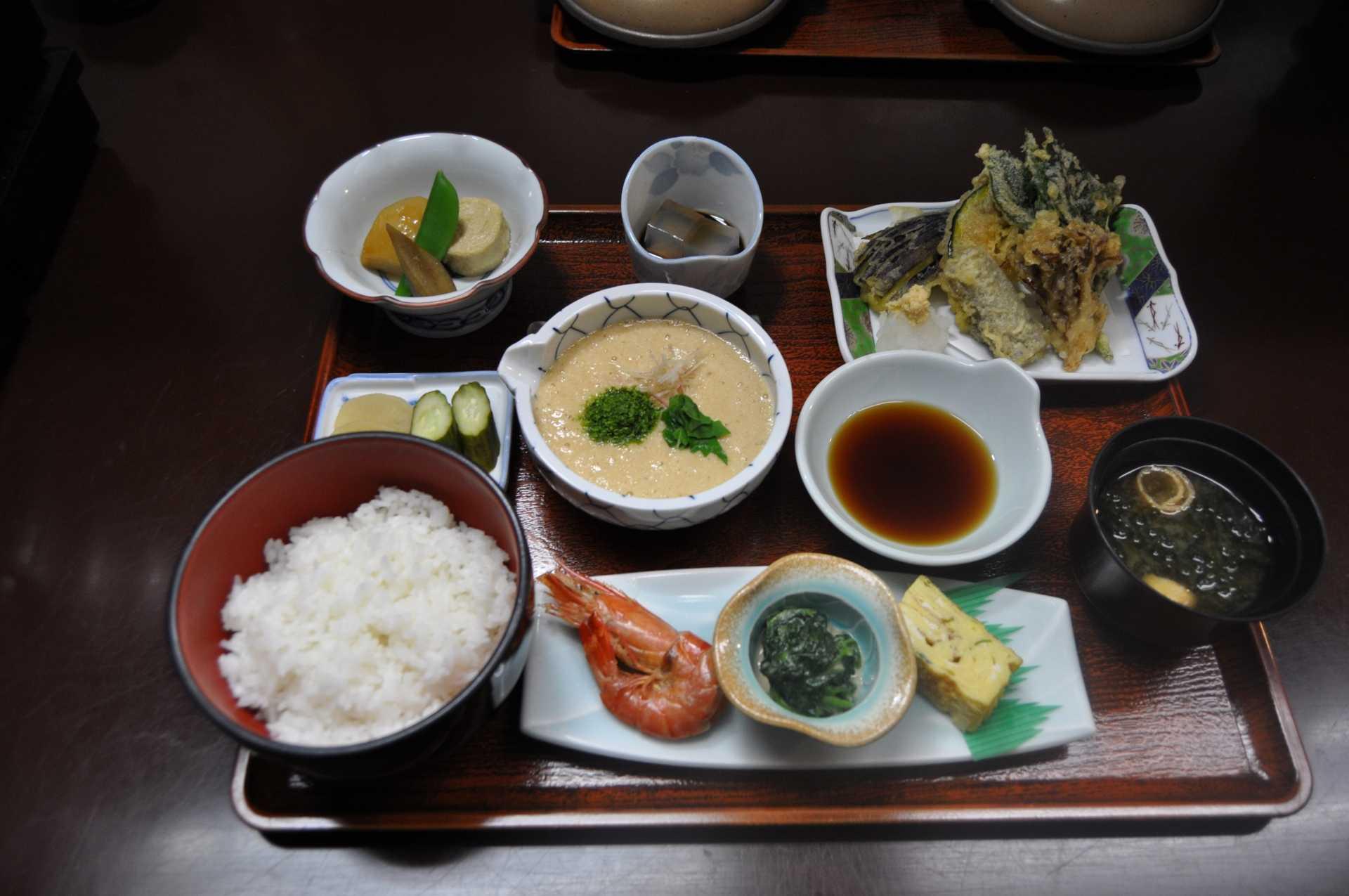 箱根山とろろ飯御膳
